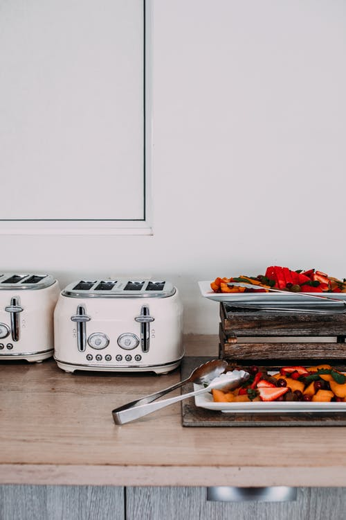 Gratis lagerfoto af appetitligt, bær, bakke, bord