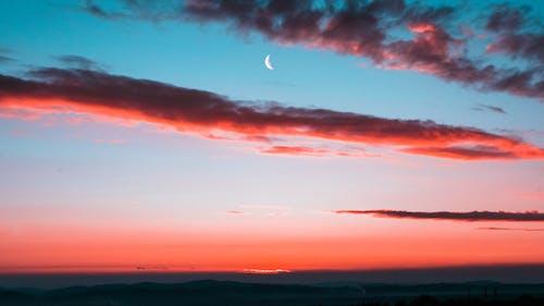 Безкоштовне стокове фото на тему «атмосферний, місяць, над хмарами, Півмісяць»