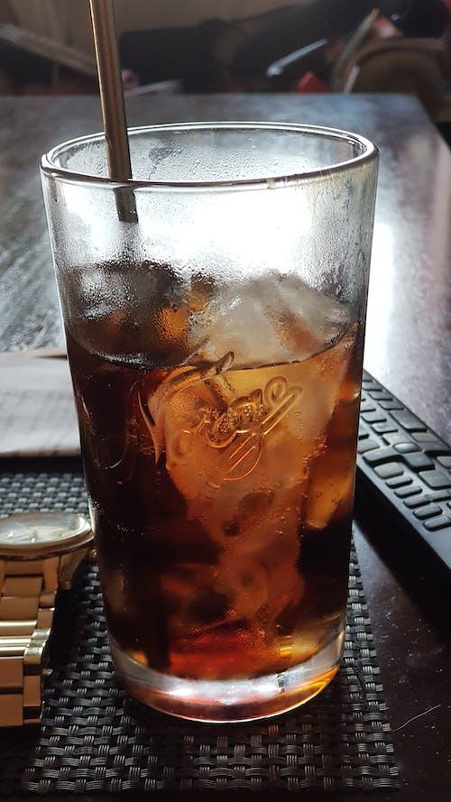 Gratis arkivbilde med coca-cola, drikkeglass