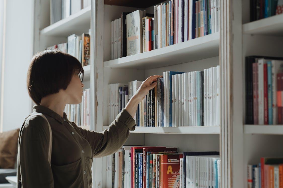 一个人, 上網, 书架