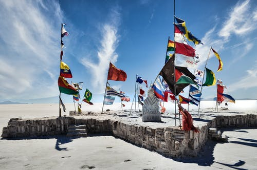 Foto profissional grátis de água, ao ar livre, bandeira, barco a vela