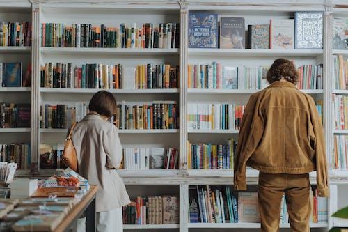 Fotobanka sbezplatnými fotkami na tému anonymný, čítačka, čítanie, čitateľ