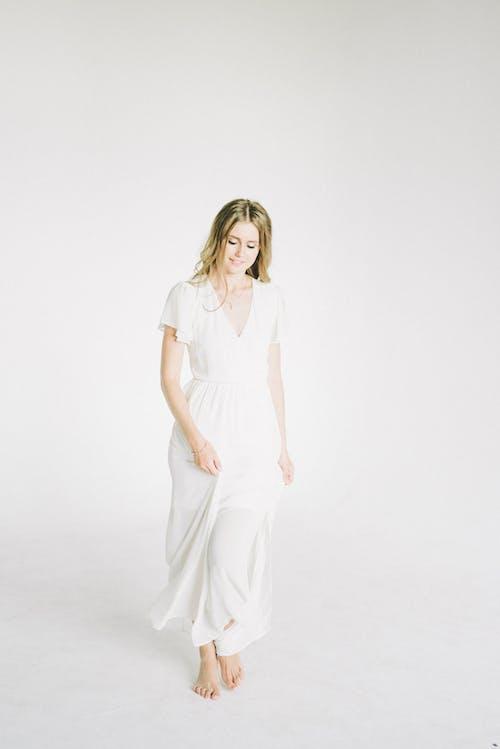 Foto profissional grátis de atraente, bonita, bonito, branco