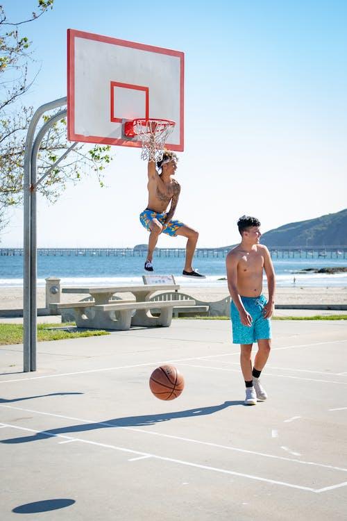 Immagine gratuita di basket, campo da basket, giocatori di pallacanestro, spiaggia