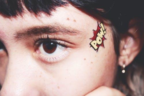 刺青, 女人, 棕色的眼睛, 眼睛 的 免费素材图片