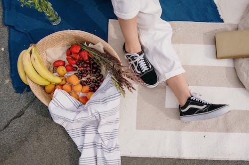 anonim, ayakkabı, ayakkabılar içeren Ücretsiz stok fotoğraf