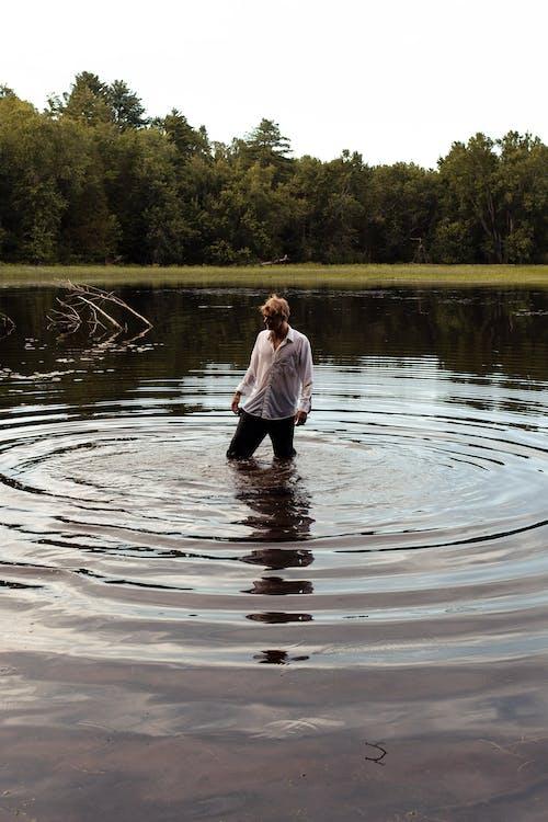 Darmowe zdjęcie z galerii z basen, bilard, chłopak, czas wolny