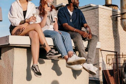 Foto profissional grátis de amigos, amizade, ao ar livre