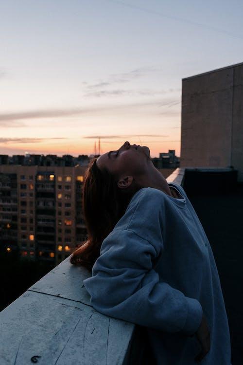 Бесплатное стоковое фото с rooftopper, архитектура, вечер