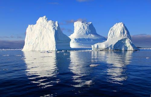 Foto profissional grátis de água, céu azul, congelado, firme