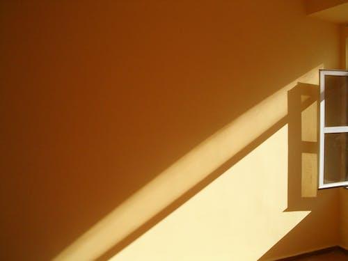 Foto d'estoc gratuïta de clareja, finestres, fons groc, formes