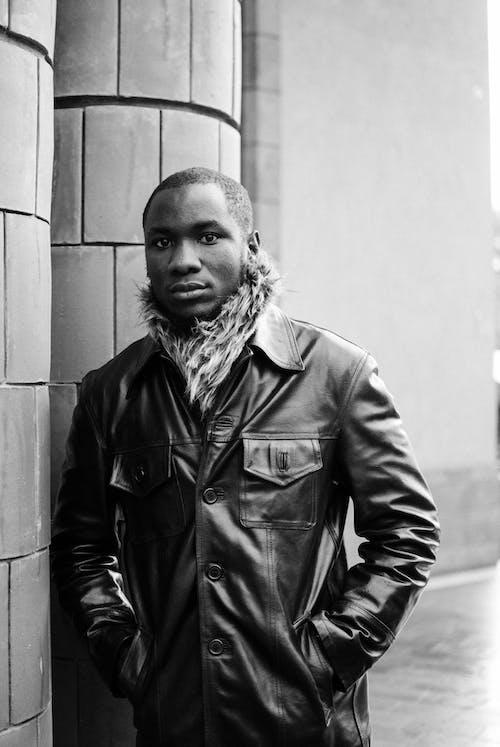 Kostenloses Stock Foto zu afroamerikanischer mann, aussehen, blick in die kamera