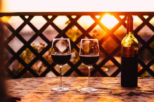 Gratis lagerfoto af alkohol, årgang, bar, bord