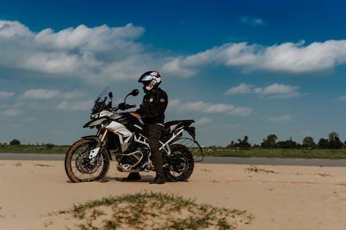 Kostnadsfri bild av 50 mm, av vägen, äventyr, bil-