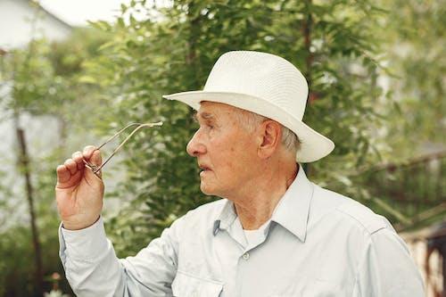 Foto d'estoc gratuïta de ancians, barret, de la tercera edat