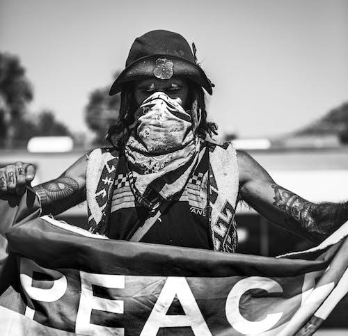 Kostenloses Stock Foto zu 1 mann, demonstration, frieden, friedlich