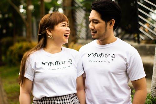 Foto stok gratis kaum wanita, kaus, kebahagiaan