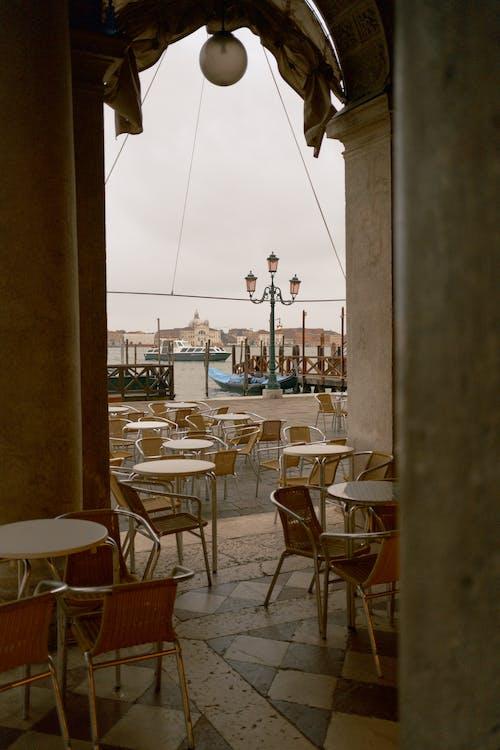 咖啡店, 垂直拍摄, 椅子 的 免费素材图片