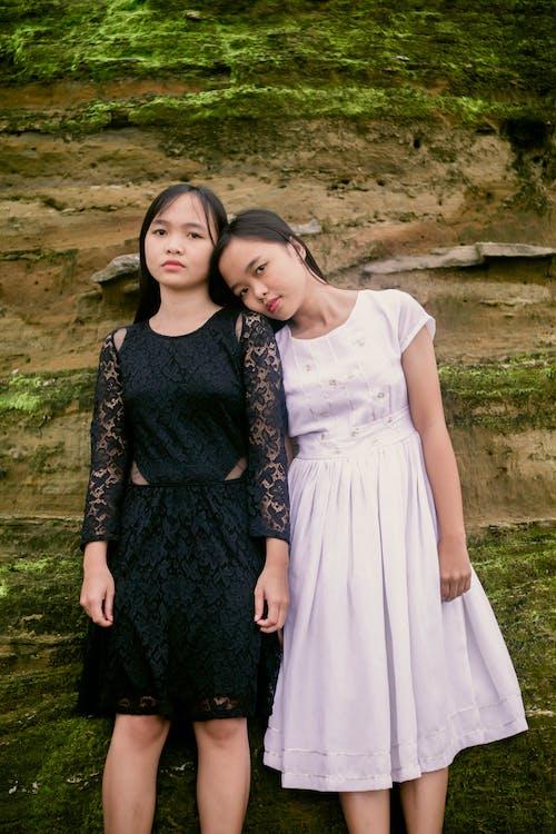 Kostenloses Stock Foto zu asiatische mädchen, ausruhen, beziehung, bindung