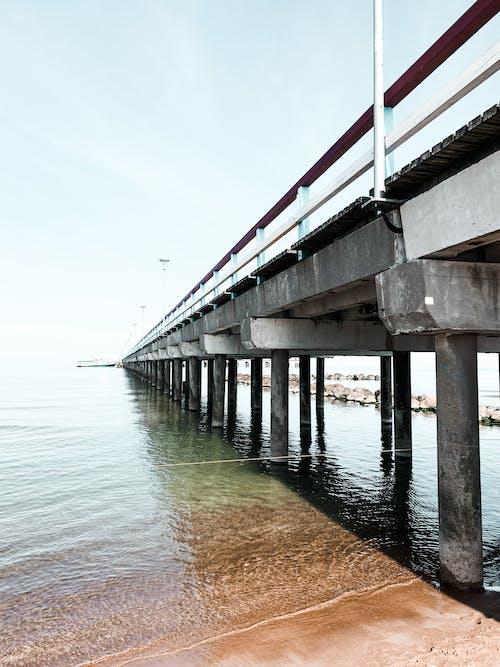 Základová fotografie zdarma na téma architektura, cestování, dopravní systém, dřevo