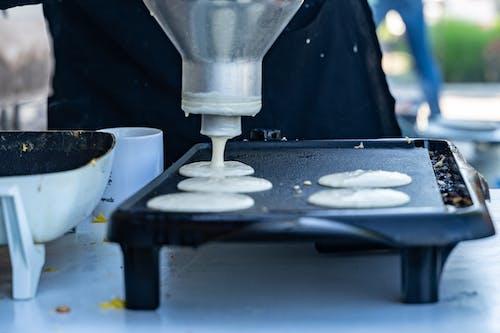 Безкоштовне стокове фото на тему «гарячі пиріжки, лопатки, млинці, сітка»