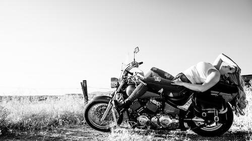Безкоштовне стокове фото на тему «байкер, велосипед, жінка, Захід сонця»