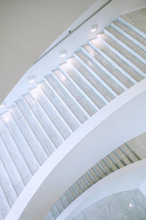 Foto profissional grátis de alto, andar de cima, andar superior, apartamento