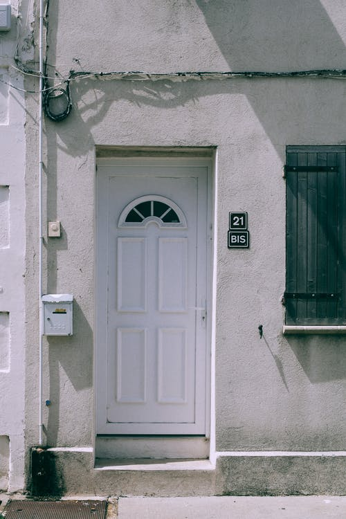 Fachada De Casa Antiga Com Porta De Entrada