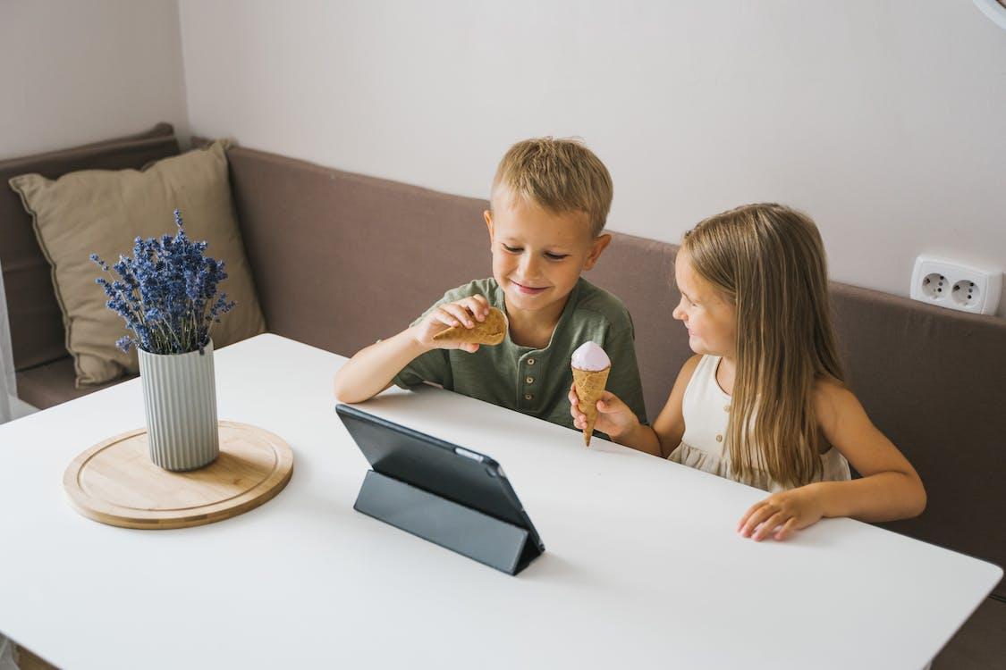 aile, beraberlik, bilgisayar içeren Ücretsiz stok fotoğraf