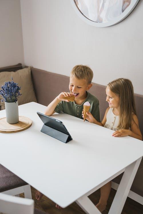 YouTube, 一起, 互聯網, 兒童 的 免費圖庫相片