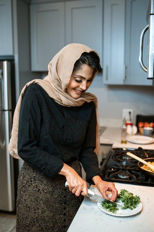 Foto d'estoc gratuïta de cuina, dona, fresc