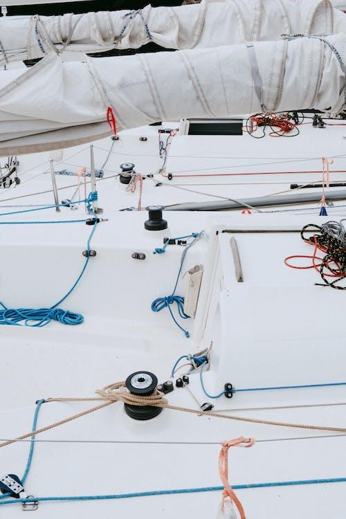 Weißes Und Blaues Boot Mit Blauer Und Weißer Angelrute