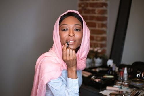 Ilmainen kuvapankkikuva tunnisteilla afroamerikkalaiset naiset, hijab, kosmetiikka