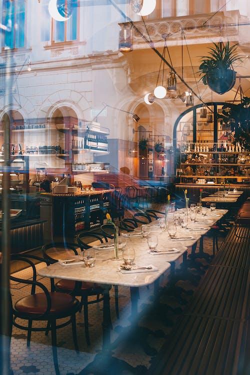 Interior De Cafetería Elegante Con Muebles Elegantes Y Decoración Creativa