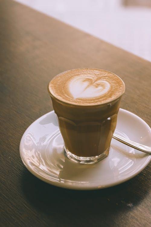 Fotos de stock gratuitas de adentro, angulo alto, aromático, arte latte