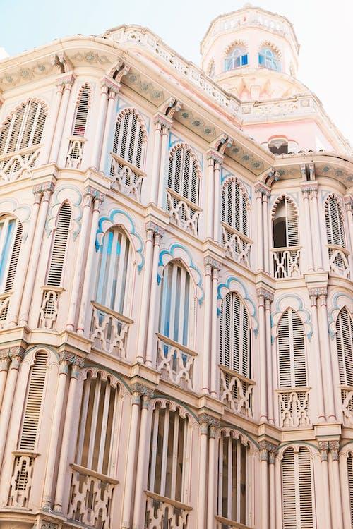 Kostenloses Stock Foto zu anlocken, architektur, außen, balkon