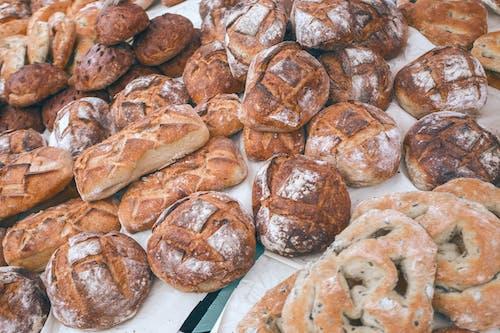 在當地麵包店收集美味的烘焙食品