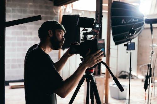 açık, adam, alıcı yönetmeni, atıcı içeren Ücretsiz stok fotoğraf