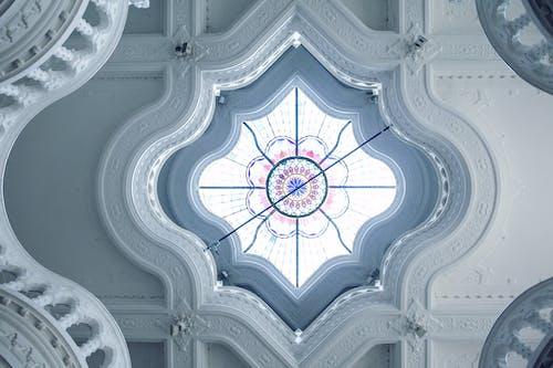 Soffitto Ornamentale Con Vetrate Colorate