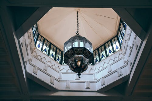 Oriental chandelier in spacious modern palace