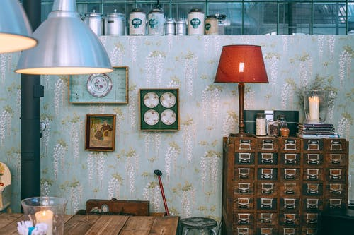 Interior De Habitación De Estilo Retro Con Muebles Vintage Y Elementos Decorativos