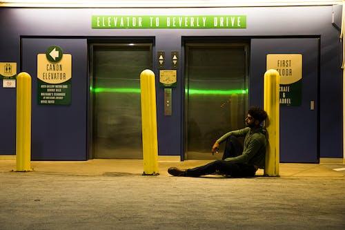 Fotobanka sbezplatnými fotkami na tému bankomat, čakať, cestovať, dvere