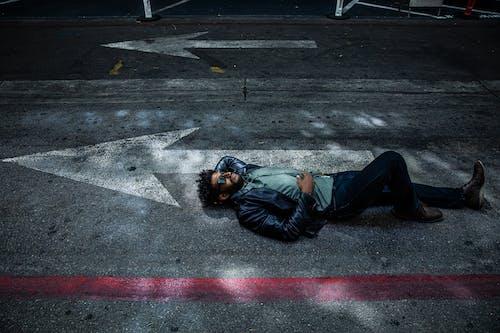 Fotobanka sbezplatnými fotkami na tému akcia, asfalt, cesta, chodník