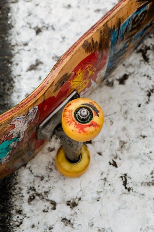 balkon, bilyalı rulmanlar, buz pateni kaymak içeren Ücretsiz stok fotoğraf