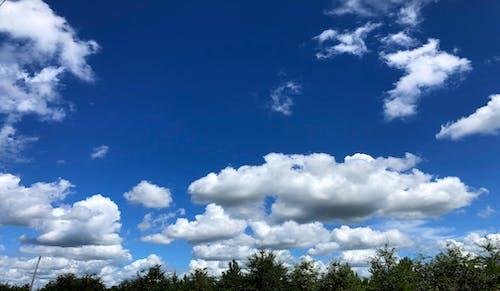 Kostenloses Stock Foto zu blauer himmel, wolken