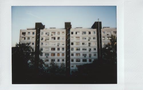 Fotos de stock gratuitas de al aire libre, apartamento, arquitectura, edificio