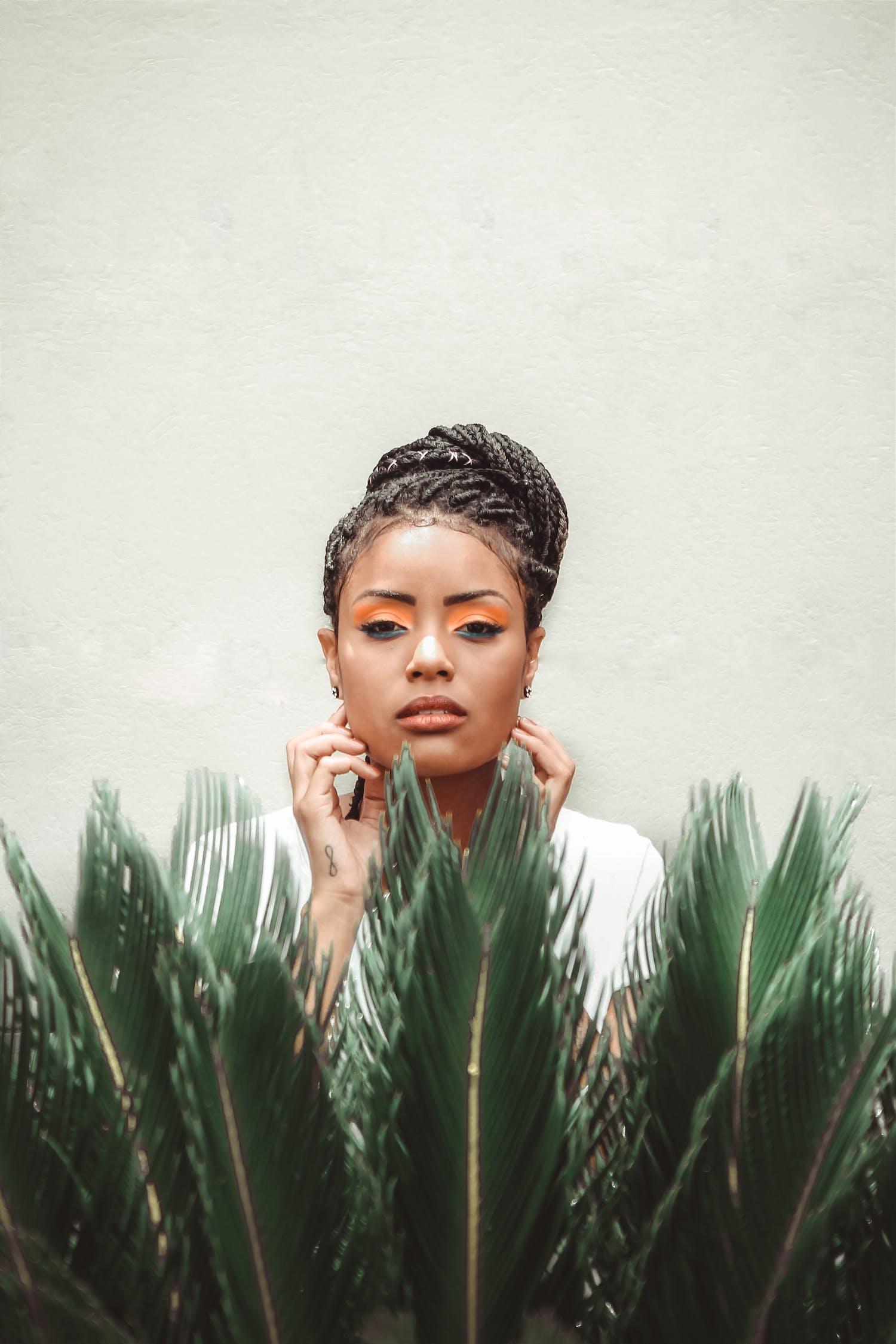 Základová fotografie zdarma na téma afroameričanka, atraktivní, bez emocí