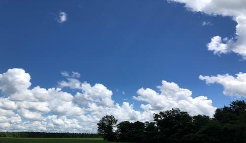 Kostenloses Stock Foto zu ackerland, blauer himmel, wolken