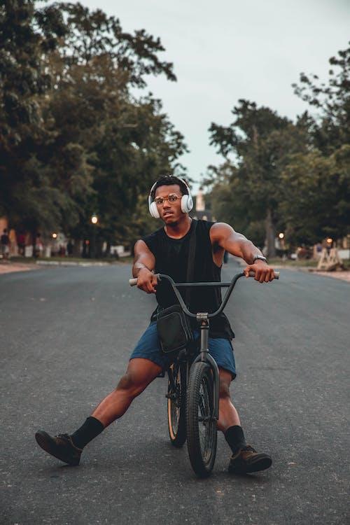 Základová fotografie zdarma na téma akce, biker, chlapec, cvičení