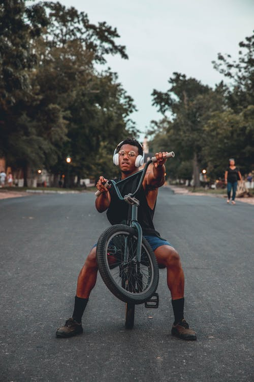 Základová fotografie zdarma na téma akce, chlapec, cyklista, dítě